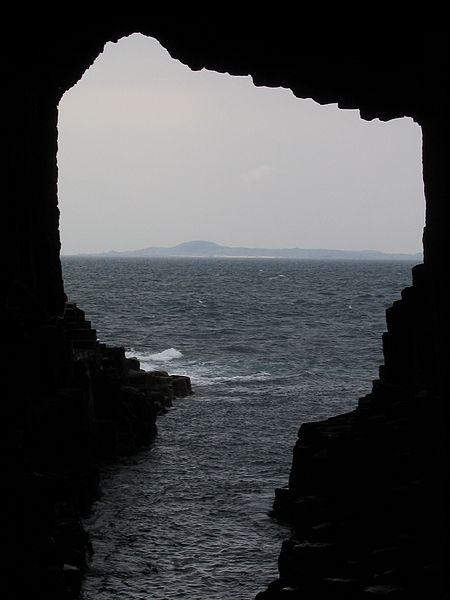 cave_Iona_Scotland